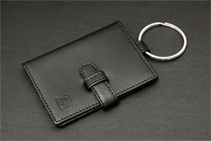 LE22牛革カードケース