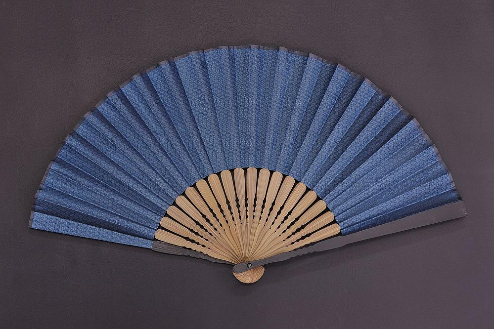 5819-20高級布貼扇子 親骨黒染唐木 藍菱(藍)、斜格子(黒)【1516-s0576】