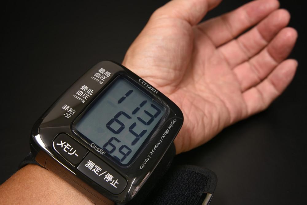 206-03A シチズン手首式血圧計 CH-650FBK【1849-s0880】