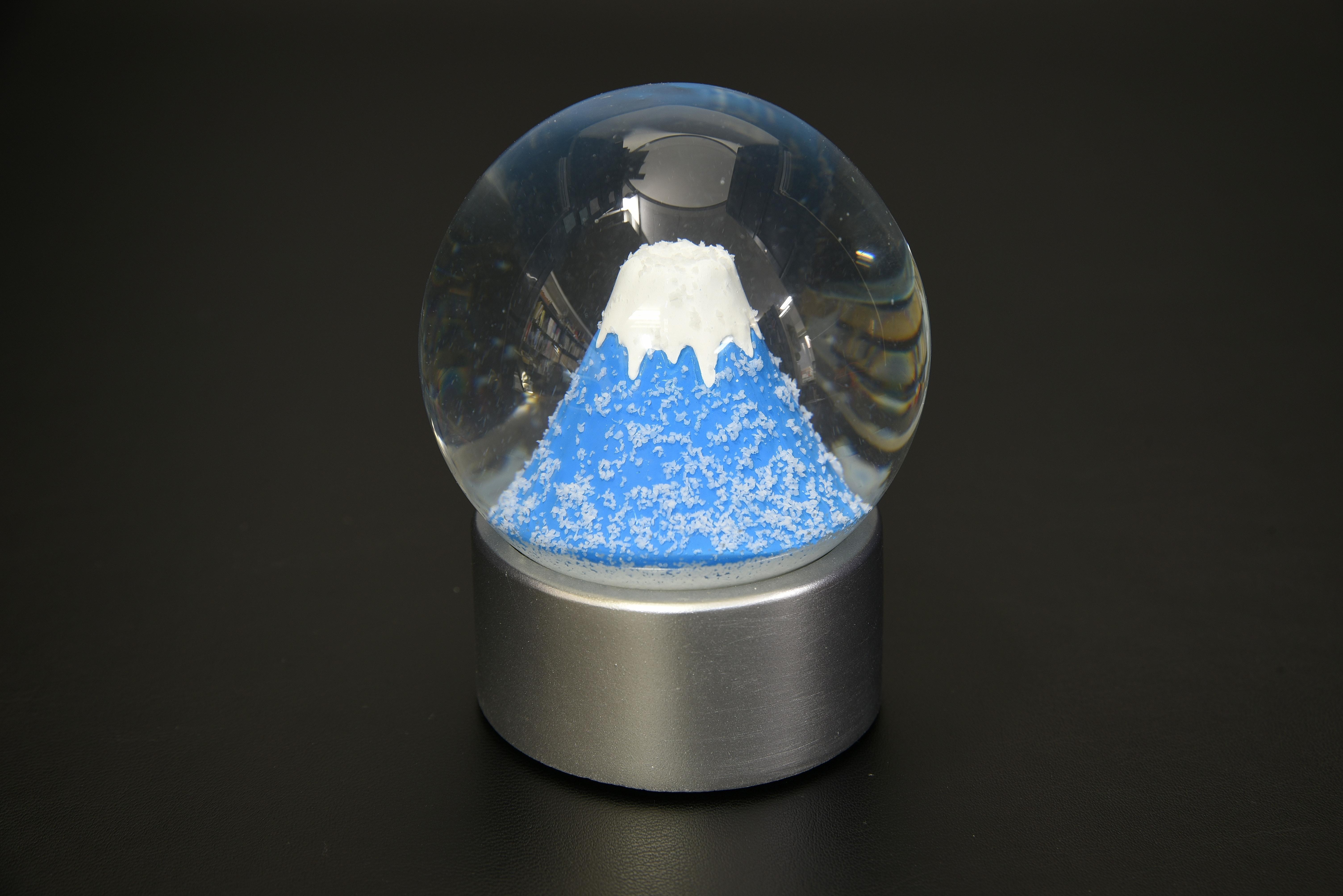 720-001スノードーム富士山ペーパーウエイト【1917-s0889】